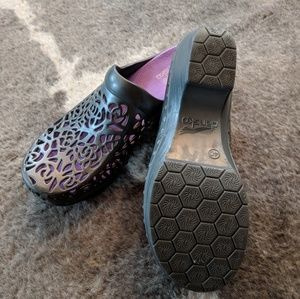 Dansko Shoes - Dansko Pippa Clogs Size 40